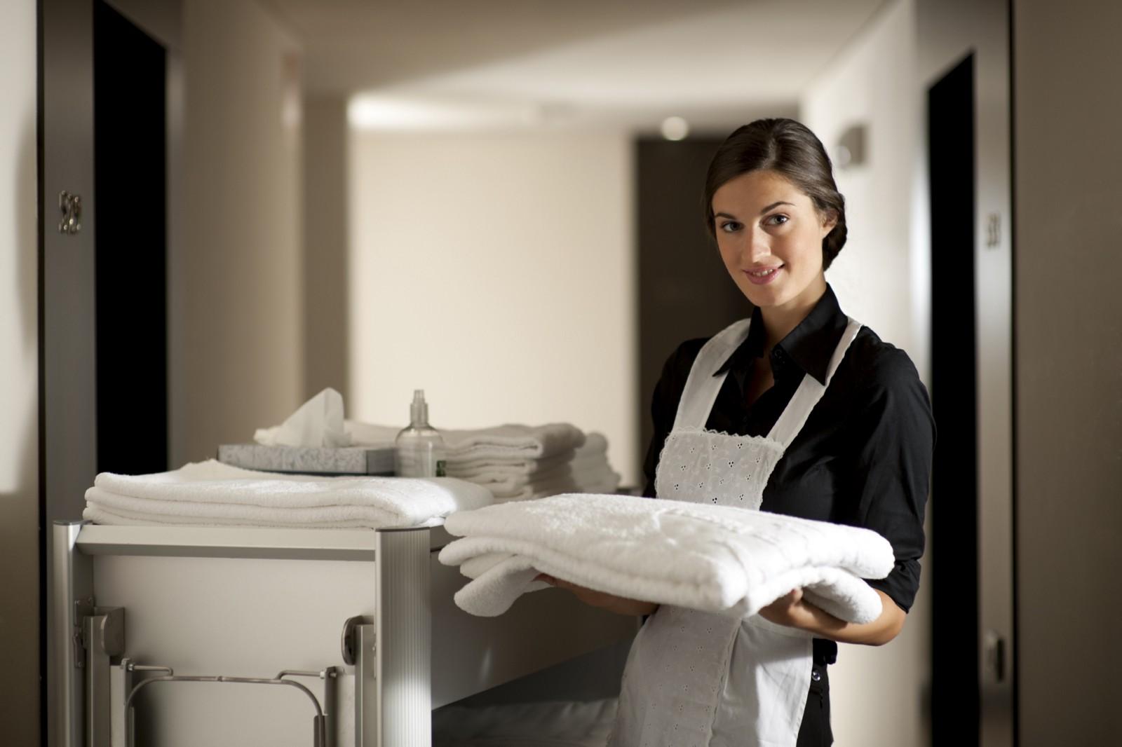 houskeeping staff (nhân viên buồng phòng)
